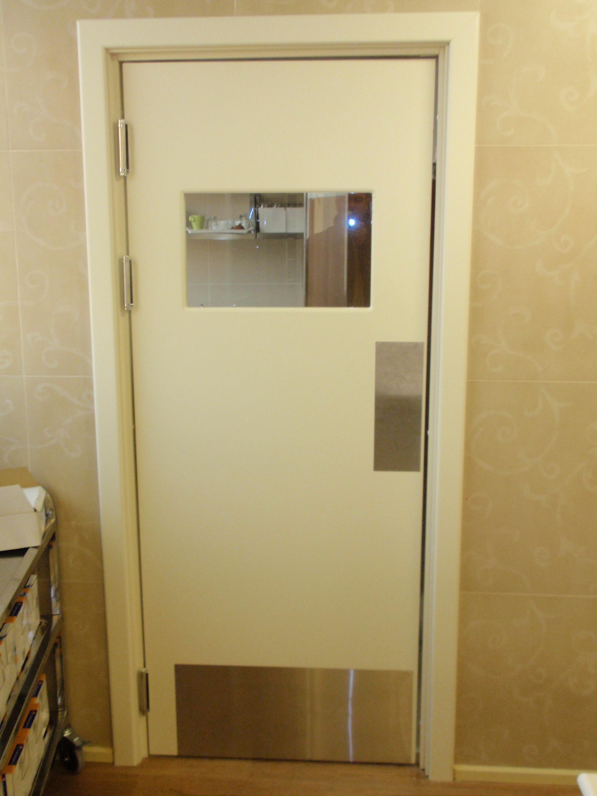 Маятниковые двери: характеристики и применение 19